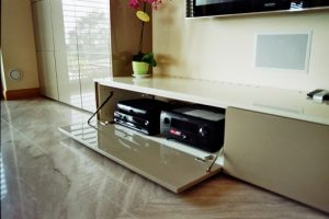 Apparati Home Theatre nascosti nel mobile